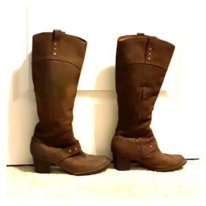 Brown boots with low heel